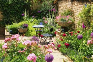 GardenDesign: simple seating in a pink and red garden